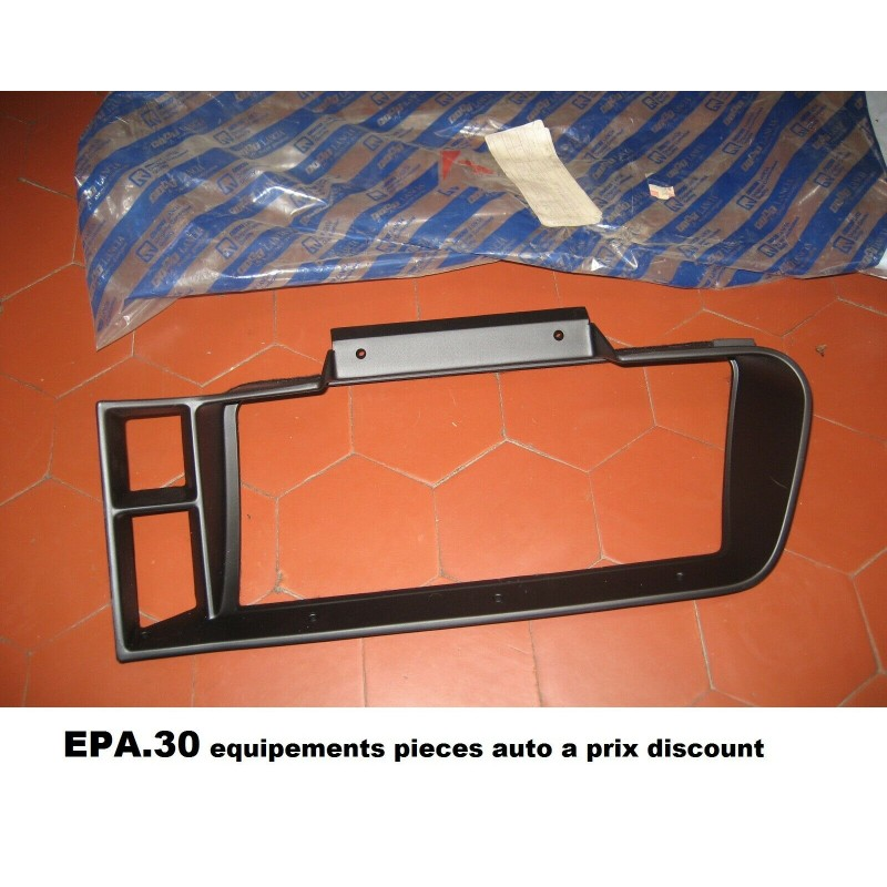 MOULURE MONTURE GARNITURE CONSOLE DE TABLEAU DE BORD LANCIA THEMA  - EPA30 - .