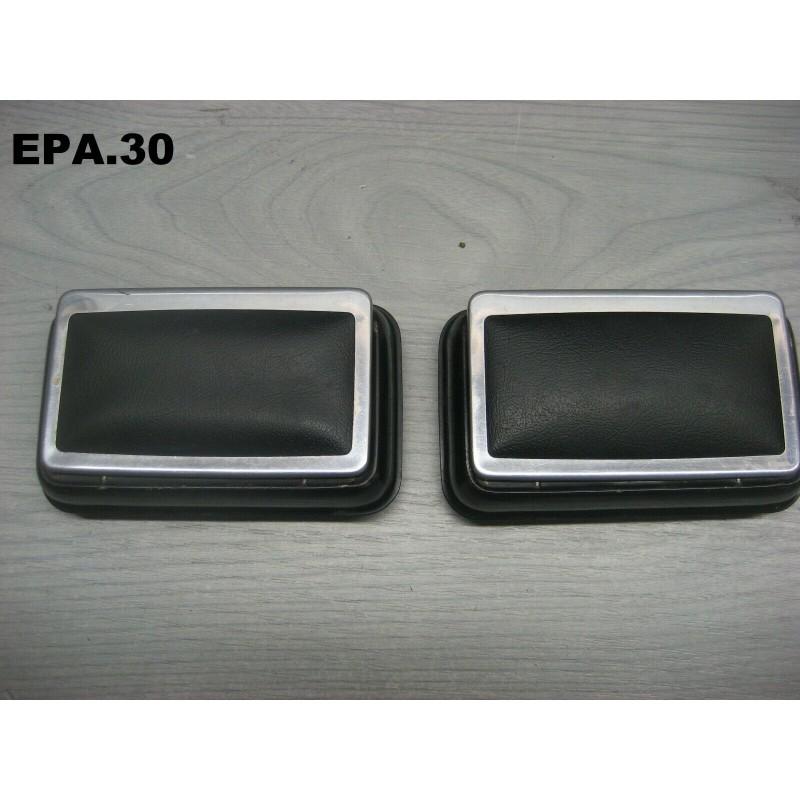 2 CENDRIERS PORTES ARRIERE SIMCA 1000 - EPA30 - .